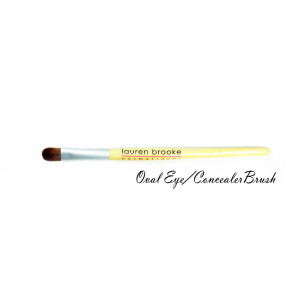 Brush_-_Oval_EyeConcealer_Brush-_sm1_1024x1024_1024x1024